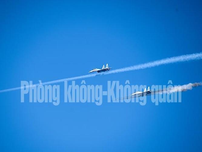 Chinh xac tuyet doi loat bom cua Su-30MK2 Viet Nam tren bien-Hinh-5