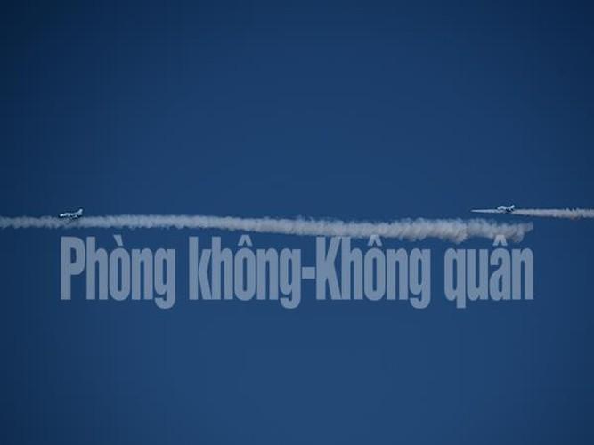 Chinh xac tuyet doi loat bom cua Su-30MK2 Viet Nam tren bien-Hinh-7