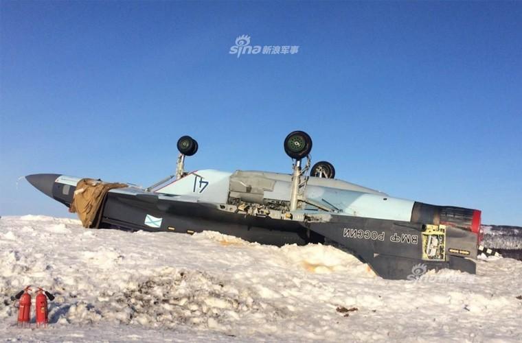 Hien truong MiG-29K gap nan lat ngua, chong vo