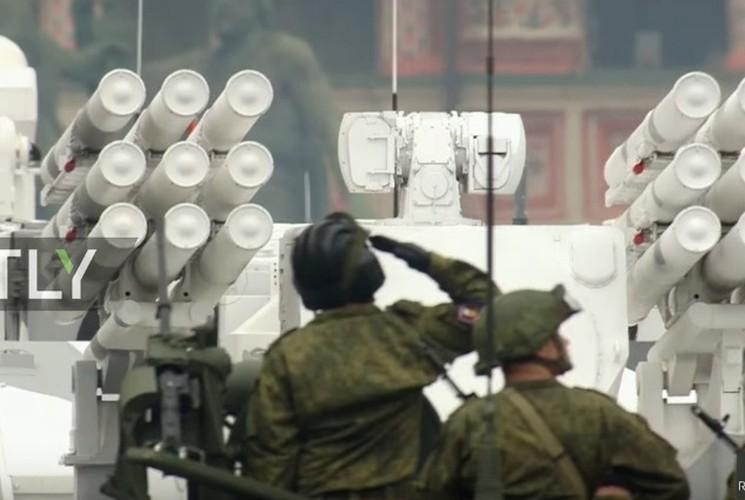 Tron bo dan vu khi Bac Cuc trong duyet binh 9/5 Nga-Hinh-13