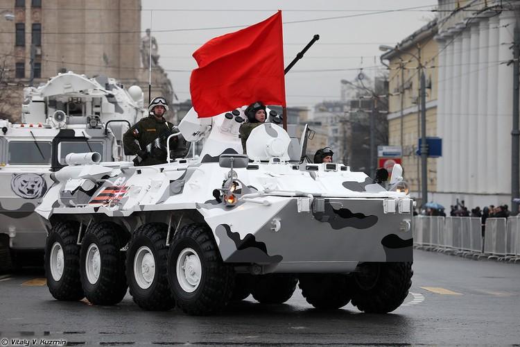 Tron bo dan vu khi Bac Cuc trong duyet binh 9/5 Nga-Hinh-2