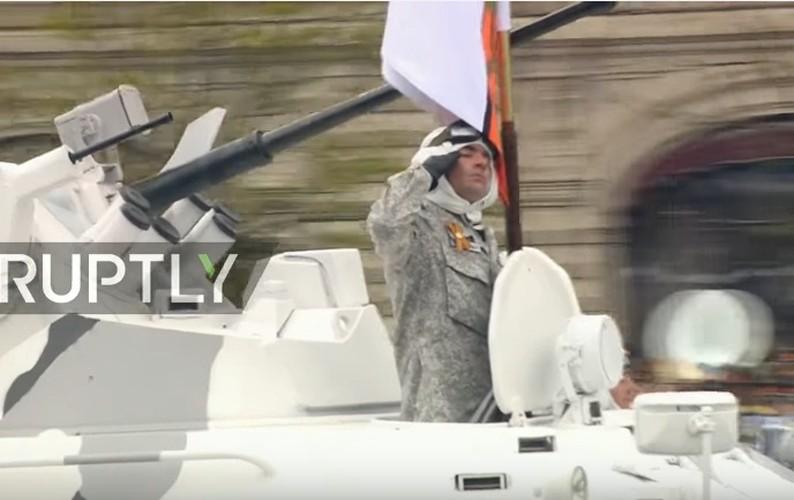 Tron bo dan vu khi Bac Cuc trong duyet binh 9/5 Nga-Hinh-4