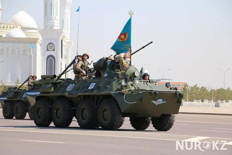 Kho do man dan may bay di bo trong duyet binh Kazakhstan-Hinh-14