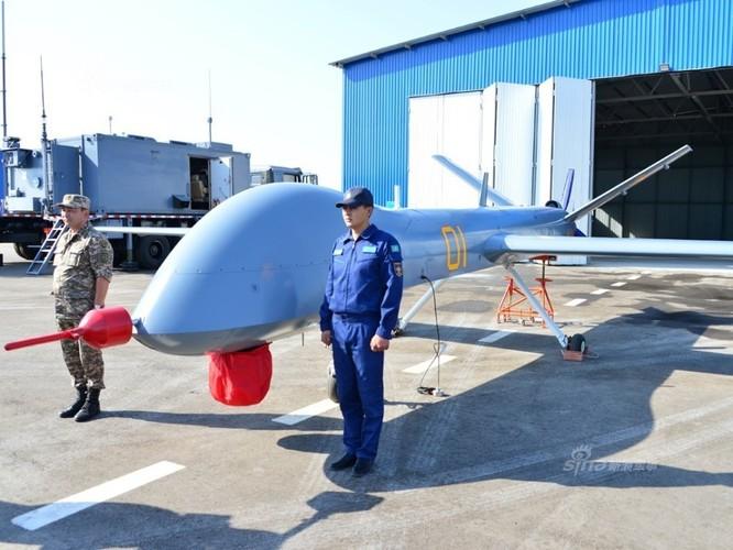 Kho do man dan may bay di bo trong duyet binh Kazakhstan-Hinh-7
