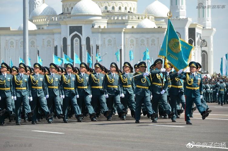 Kho do man dan may bay di bo trong duyet binh Kazakhstan-Hinh-8