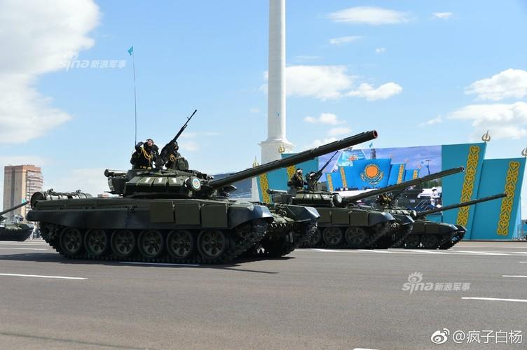 Kho do man dan may bay di bo trong duyet binh Kazakhstan-Hinh-9