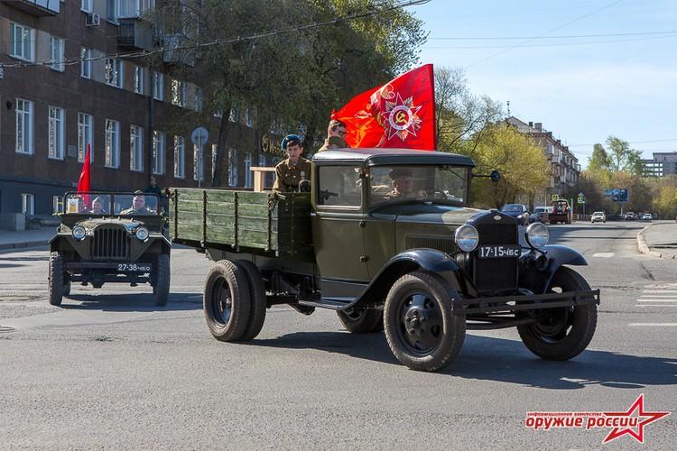 """""""Quai thu"""" SU-152 bat ngo tai xuat trong duyet binh o Nga-Hinh-10"""