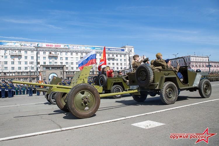 """""""Quai thu"""" SU-152 bat ngo tai xuat trong duyet binh o Nga-Hinh-11"""