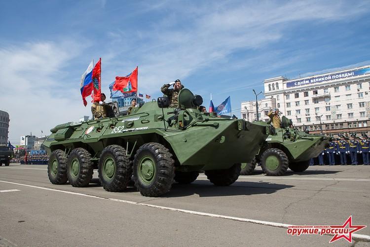 """""""Quai thu"""" SU-152 bat ngo tai xuat trong duyet binh o Nga-Hinh-15"""