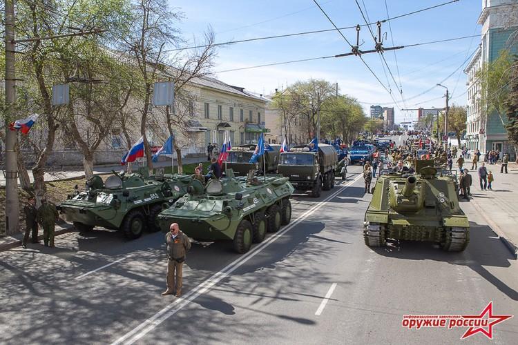 """""""Quai thu"""" SU-152 bat ngo tai xuat trong duyet binh o Nga-Hinh-2"""