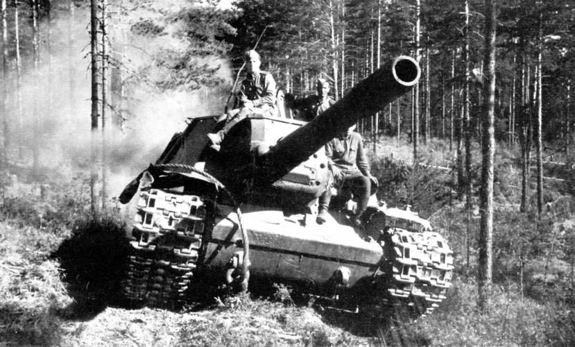 """""""Quai thu"""" SU-152 bat ngo tai xuat trong duyet binh o Nga-Hinh-3"""
