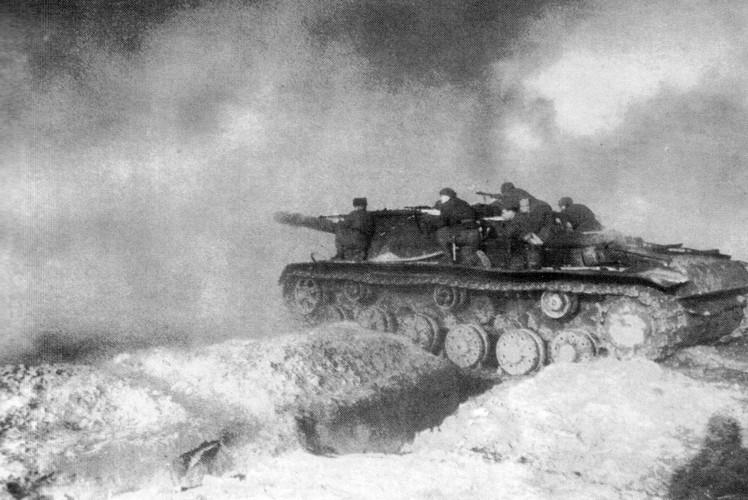 """""""Quai thu"""" SU-152 bat ngo tai xuat trong duyet binh o Nga-Hinh-4"""