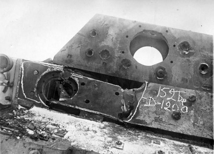 """""""Quai thu"""" SU-152 bat ngo tai xuat trong duyet binh o Nga-Hinh-5"""