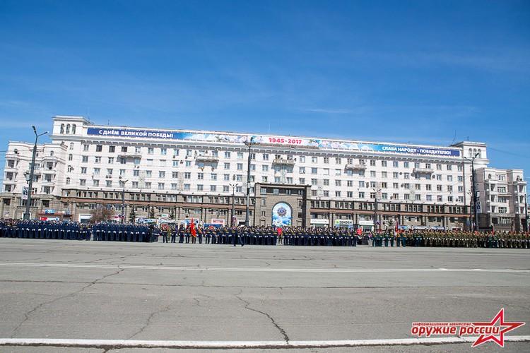 """""""Quai thu"""" SU-152 bat ngo tai xuat trong duyet binh o Nga-Hinh-6"""