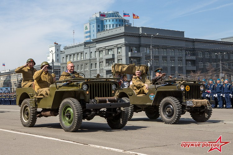 """""""Quai thu"""" SU-152 bat ngo tai xuat trong duyet binh o Nga-Hinh-8"""