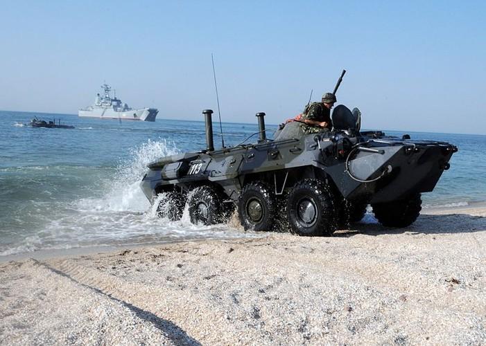 Kinh di: Xe thiet giap BTR-80 Nga bi ban bay thap phao-Hinh-6