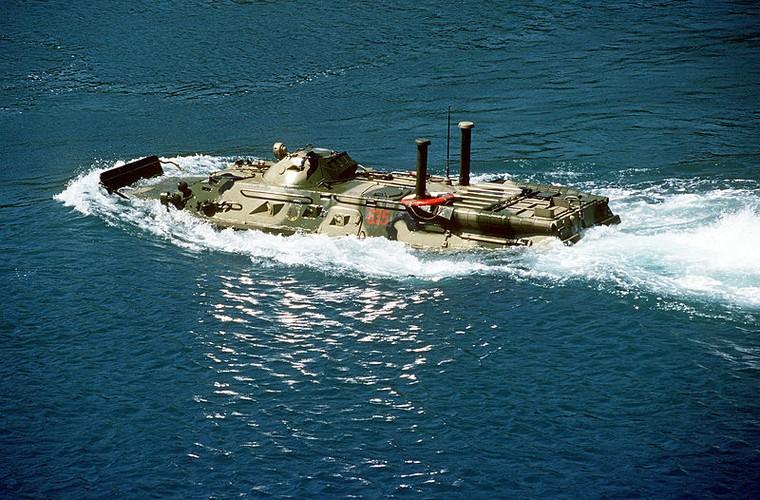 Kinh di: Xe thiet giap BTR-80 Nga bi ban bay thap phao-Hinh-7