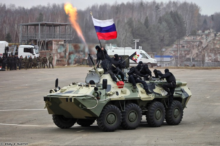 Kinh di: Xe thiet giap BTR-80 Nga bi ban bay thap phao-Hinh-9