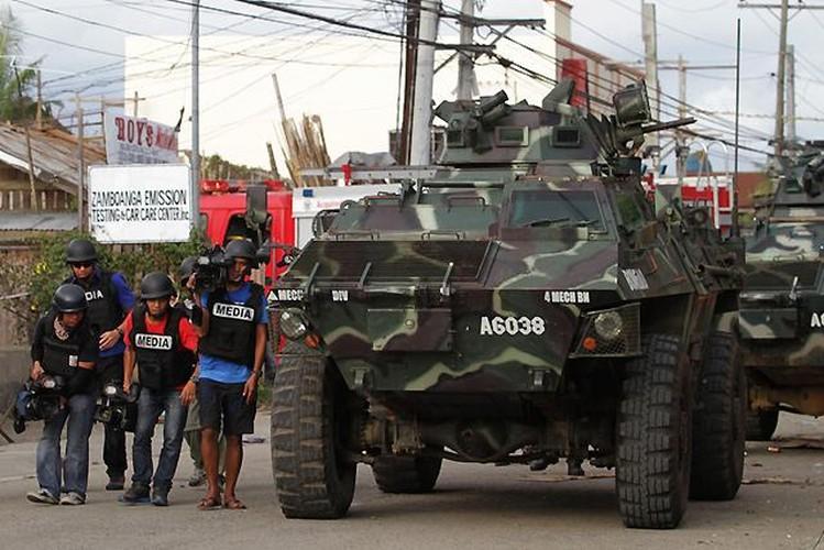 Quan doi Philippines co danh bai duoc khung bo, tai chiem Marawi?-Hinh-10