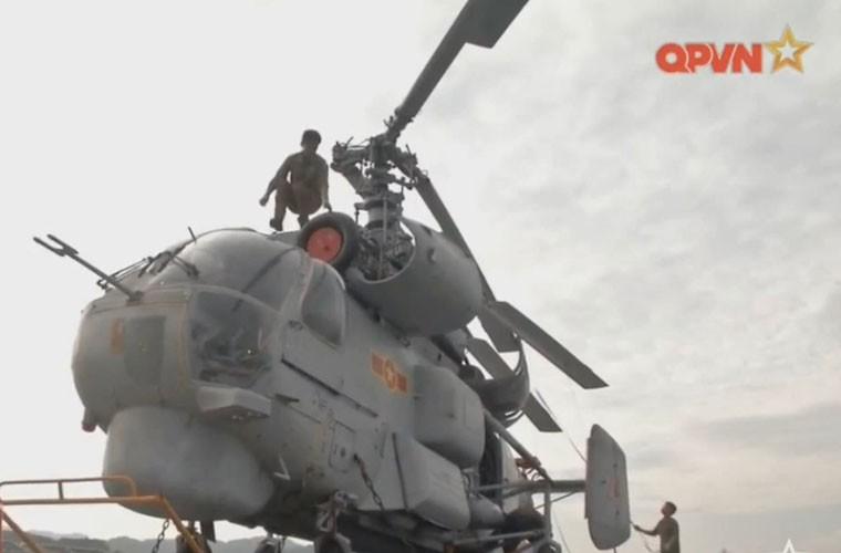 Bat ngo hangar truc thang cua chien ham Gepard Viet Nam-Hinh-13