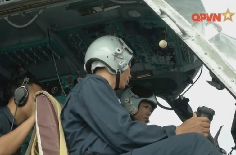 Bat ngo hangar truc thang cua chien ham Gepard Viet Nam-Hinh-15
