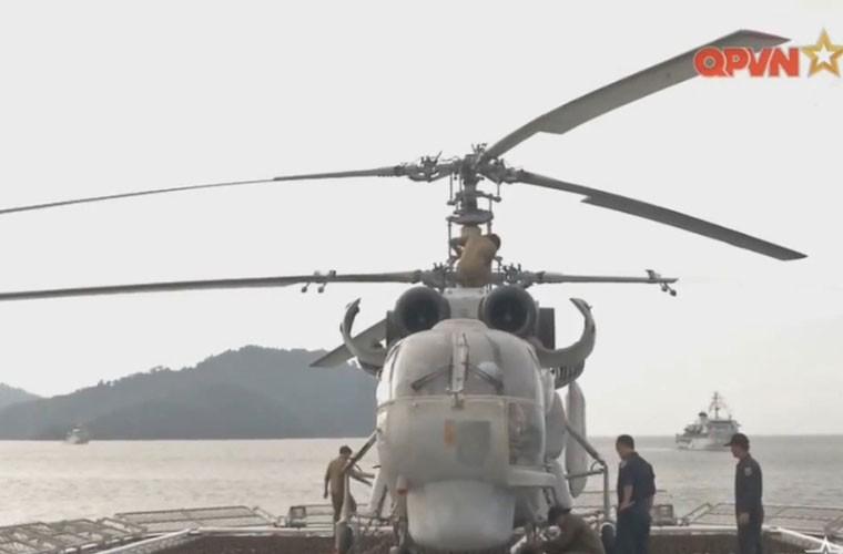 Bat ngo hangar truc thang cua chien ham Gepard Viet Nam-Hinh-16