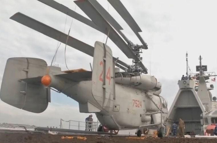 Bat ngo hangar truc thang cua chien ham Gepard Viet Nam-Hinh-3