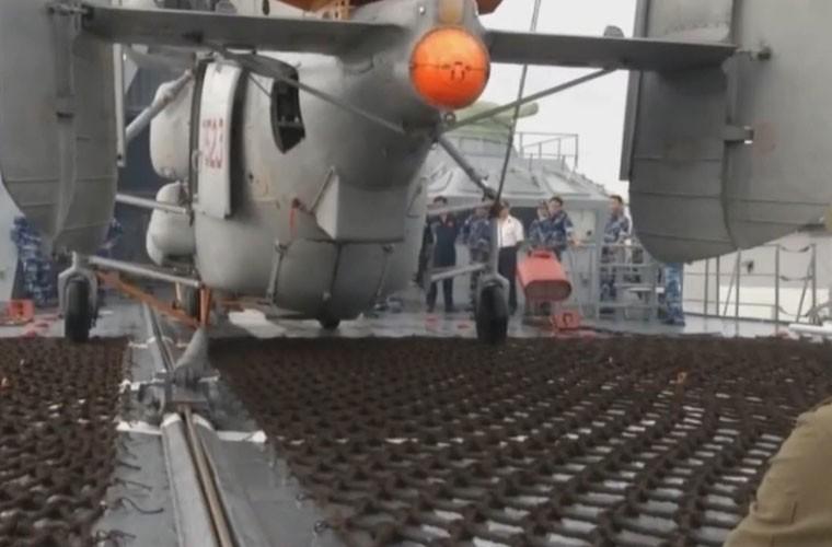 Bat ngo hangar truc thang cua chien ham Gepard Viet Nam-Hinh-8