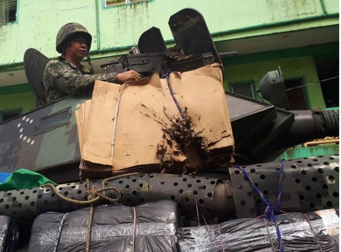 Kho do: Philippines boc bia giay cho xe thiet giap chong IS