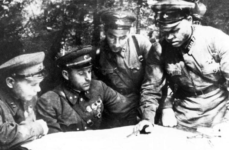 Loat anh cuc hiem tran chien dam mau Smolensk trong CTTG 2-Hinh-13
