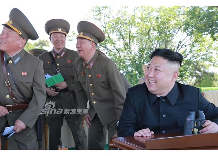 "Choang ngop cuoc tap tran ""danh tau san bay"" cua Trieu Tien-Hinh-5"