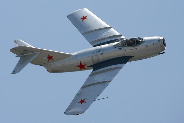 Kinh ngac: Trieu Tien dinh dung MiG-15 danh…tau san bay-Hinh-14