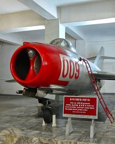 Kinh ngac: Trieu Tien dinh dung MiG-15 danh…tau san bay-Hinh-3