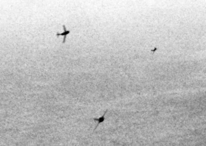 Kinh ngac: Trieu Tien dinh dung MiG-15 danh…tau san bay-Hinh-5