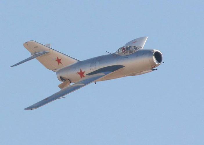 Kinh ngac: Trieu Tien dinh dung MiG-15 danh…tau san bay-Hinh-7