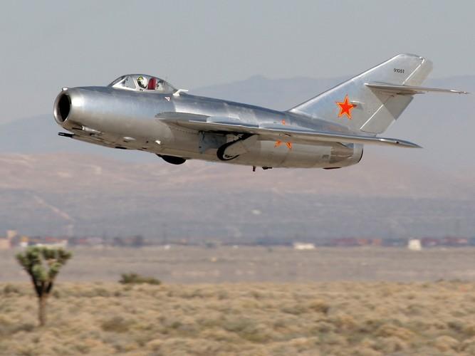 Kinh ngac: Trieu Tien dinh dung MiG-15 danh…tau san bay-Hinh-8