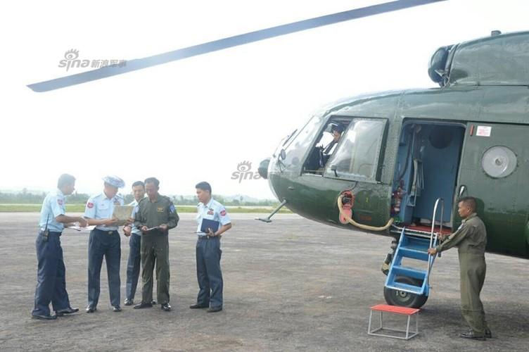 Quan doi Myanmar tung ca tau ten lua tim may bay Y-8