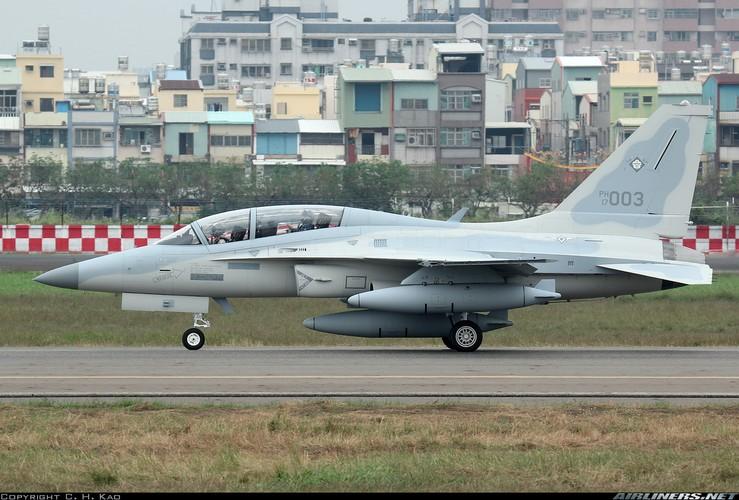 """Cam canh Khong quan Philippines dem """"ba gia"""" OV-10 chien dau-Hinh-6"""
