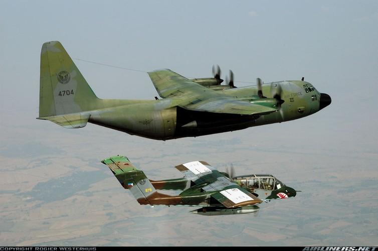 """Cam canh Khong quan Philippines dem """"ba gia"""" OV-10 chien dau-Hinh-8"""