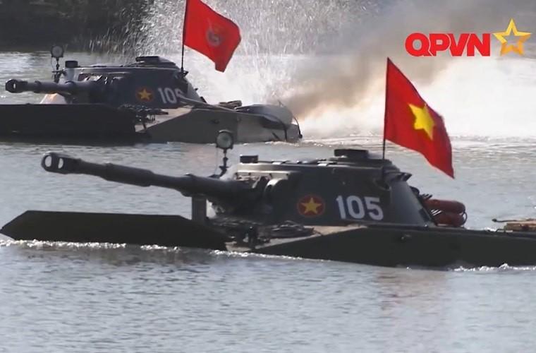 Cuc hiem ben trong thap phao xe tang PT-76B Viet Nam-Hinh-11
