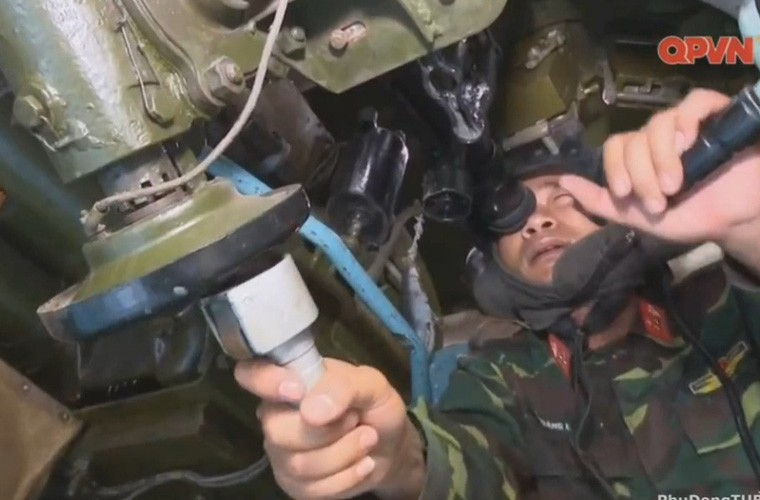 Cuc hiem ben trong thap phao xe tang PT-76B Viet Nam-Hinh-2