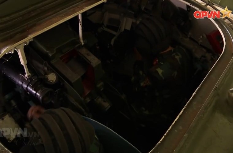 Cuc hiem ben trong thap phao xe tang PT-76B Viet Nam-Hinh-3