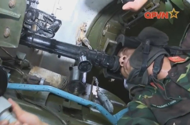 Cuc hiem ben trong thap phao xe tang PT-76B Viet Nam-Hinh-4