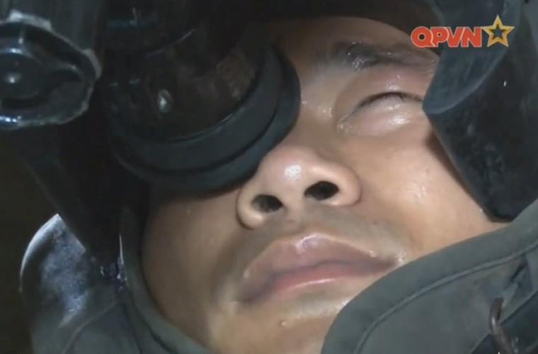 Cuc hiem ben trong thap phao xe tang PT-76B Viet Nam-Hinh-5