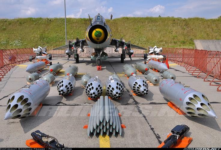My ban roi may bay Syria: Su-22 chua tung danh thang tren khong-Hinh-14