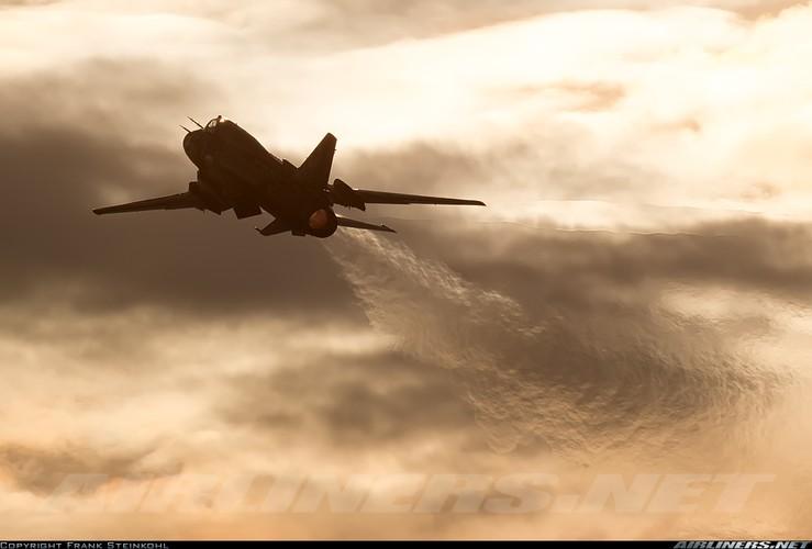 My ban roi may bay Syria: Su-22 chua tung danh thang tren khong