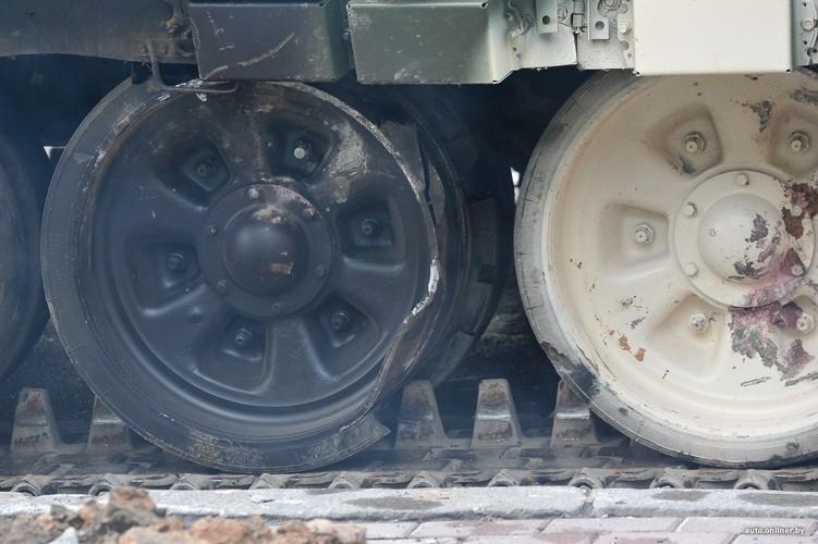Huc cot dien, xe tang T-72 nhan cai ket dau dieng-Hinh-5