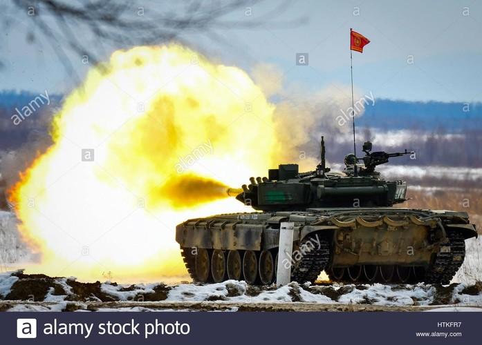 Huc cot dien, xe tang T-72 nhan cai ket dau dieng-Hinh-9