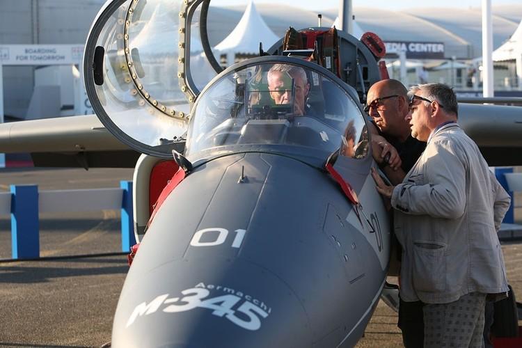 "Chet me dan may bay quan su ""khung"" o Paris Air Show (2)-Hinh-7"