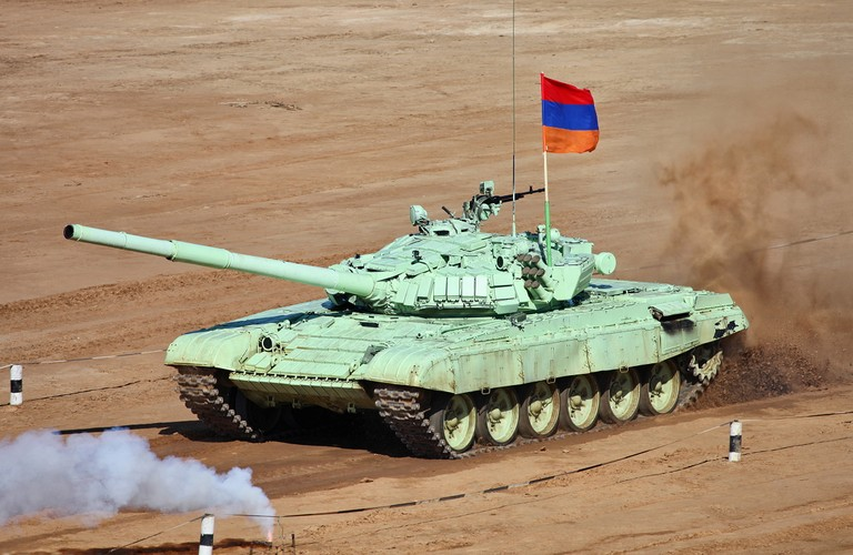 Kinh ngac: Bo doi Lao muon xe tang T-72 di thi-Hinh-3